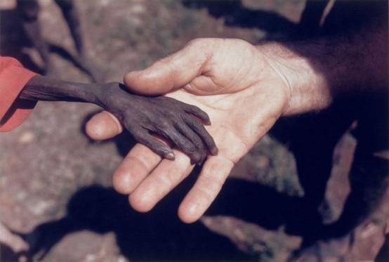 Aç çocuk ve misyoner