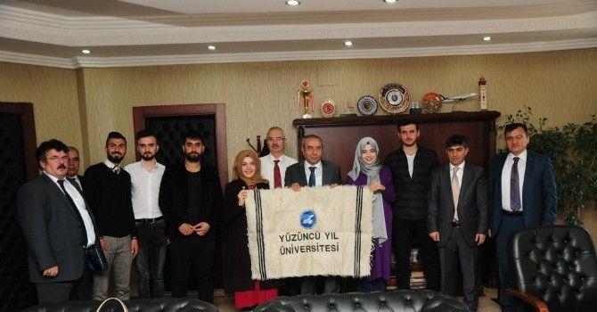 Esenyurt Üniversitesi Öğrencilerinden Rektör Battal'a Ziyaret