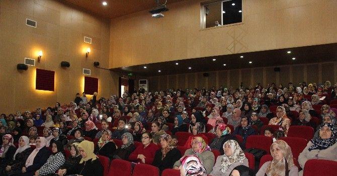 """""""Göç Bağlamında Kadın Ve Dayanışma"""" Konulu Konferans Verildi"""