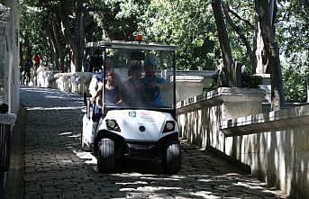 Eyüpsultan'da yaşlı ve engellilere golf araçlarıyla hizmet