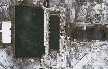 İki bin yıllık havuzda kar altında yüzme keyfi