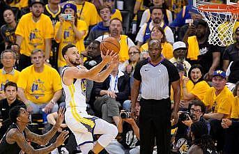 Curry play-off'lara rekorla başladı