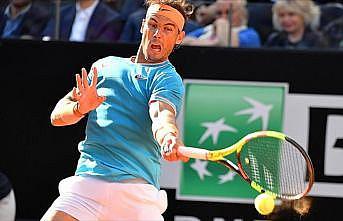 Nadal Federer'i 3 sette geçti