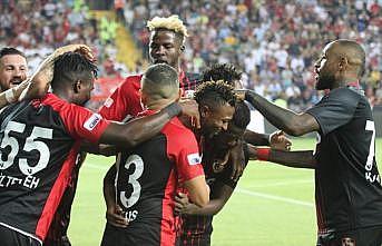5 gol ve 3 kırmızı kartlı maçın kazananı Gazişehir