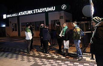GMG Kırklarelispor-Fenerbahçe maçı öncesi bazı taraftarlar geceyi stat önünde geçirdi