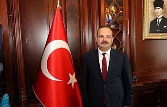 Türkiye'den ülkelerine dönemeyen Azerbaycan vatandaşları ile öğrencilere destek veriyor