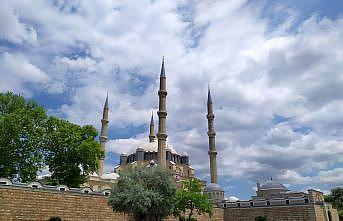 Selimiye'de salgın sürecinde beşinci cuma namazı kılındı