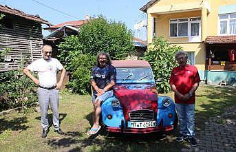 Trabzonspor'un renklerine boyattığı aracıyla Almanya'dan Sakarya'ya geldi