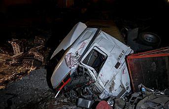 Bursa'da tır ile kamyon çarpıştı: 2 yaralı