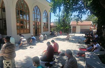 Cuma namazındaki Kovid-19 tedbirlerinden cemaat memnun
