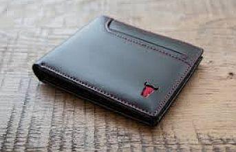 İnegöl'de bankta unutulan cüzdan sahibine ulaştırıldı