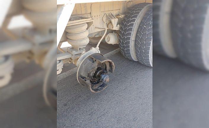 Kamyondan kopan lastik iki otomobile çarptı: 1 ölü, 5 yaralı