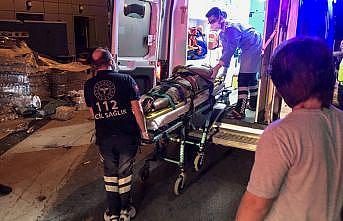Bursa'da çöp atmak için aracından inen kişiye otomobil çarptı