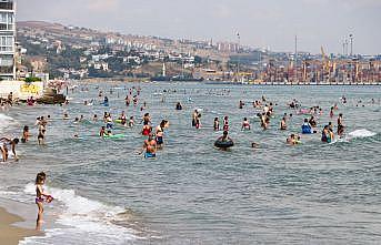 Tekirdağ'da sıcaktan bunalanlar denizde serinliyor