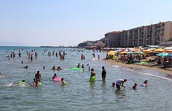 Tekirdağ'da sıcaktan bunalanlar sahillerde serinlemeye çalıştı