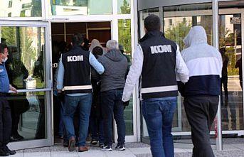 Bilişim sistemleriyle dolandırıcılık yaptıkları iddia edilen 4 kişi tutuklandı
