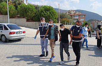 Bursa'da gasp iddiasıyla gözaltına alınan 5 şüpheli tutuklandı