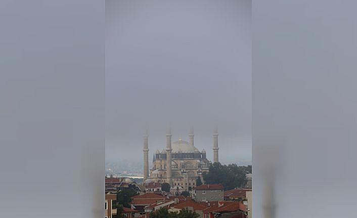 Sis bulutunun kapladığı Selimiye eşsiz güzellikler sundu