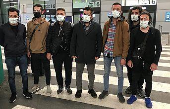 Dubai'de pasaportlarına el konulan Türk işçiler yurda döndü