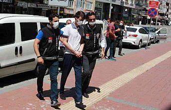 Kocaeli'de bir kişinin öldüğü silahlı komşu kavgasında gözaltına alınan zanlılardan 1'i tutuklandı