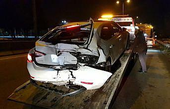 Kocaeli'de 3 aracın karıştığı trafik kazasında 2 kişi yaralandı