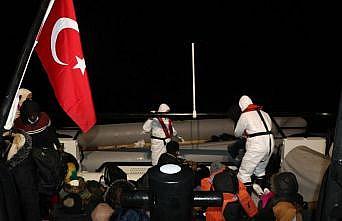 Balıkesir'de 36 sığınmacı botları batmak üzereyken kurtarıldı