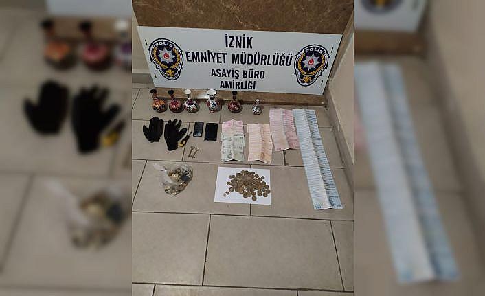 Bursa'da sadaka kutusundan para çalan şüpheliyi caminin imamı yakaladı