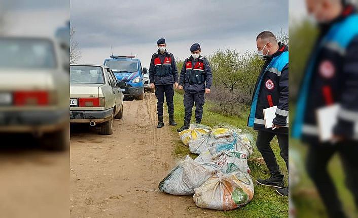 Kırklareli'nde kaçak avcılarca baraj gölüne serilen 800 metre ağ ele geçirildi