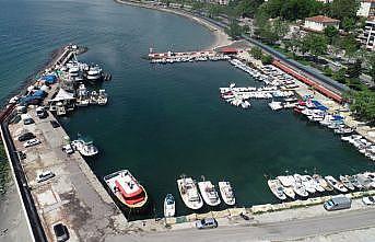 Tekirdağ'da deniz salyası açıklarda ve deniz dibinde etkisini sürdürüyor