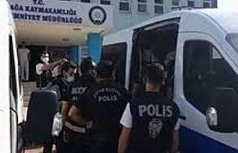 İzmir merkezli yasa dışı silah ticareti operasyonunda yakalanan 15 şüpheli tutuklandı