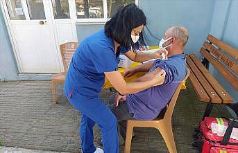 Edirne'de mobil aşı ekipleri köy köy gezerek vatandaşları aşılıyor