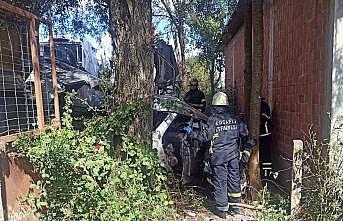 Kocaeli'de cenazeye gidenleri taşıyan otomobil ile kamyon çarpıştı: 1 ölü, 3 yaralı