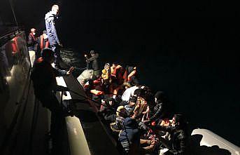 Denizde mahsur kalan düzensiz göçmenler sahil güvenlik ekiplerince kurtarıldı