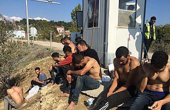 Yunan askerlerince darbedildikleri öne sürülen düzensiz göçmenler Edirne'de tedavi edildi