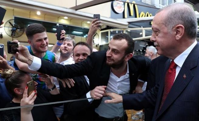 Cumhurbaşkanı Erdoğan'dan Rize'de kafe ziyareti