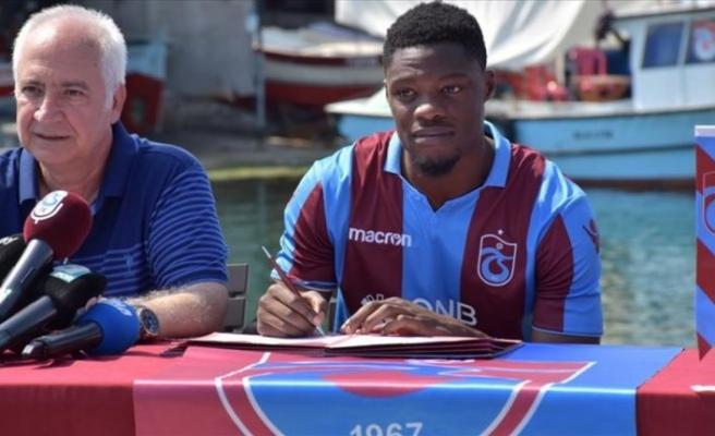 Trabzonspor'da Ekuban için imza töreni düzenlendi