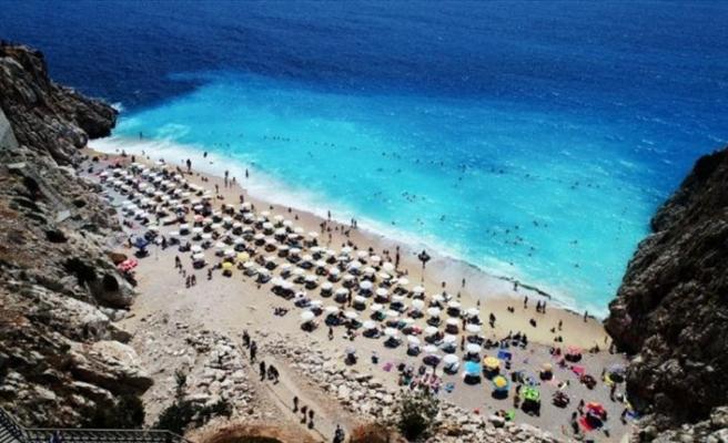 Benzersiz rengiyle her gün yüzlerce turisti ağırlıyor