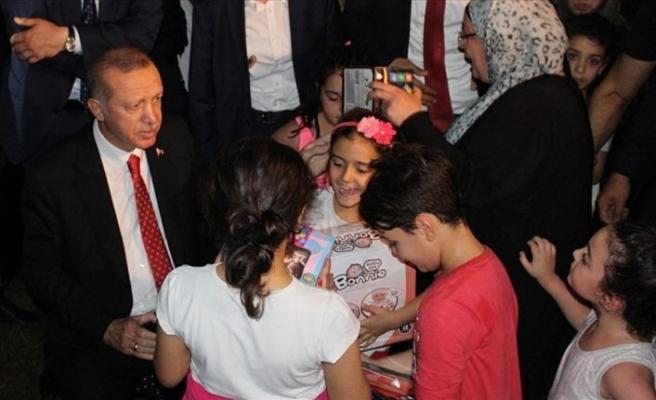Erdoğan piknik yapan vatandaşlarla sohbet etti