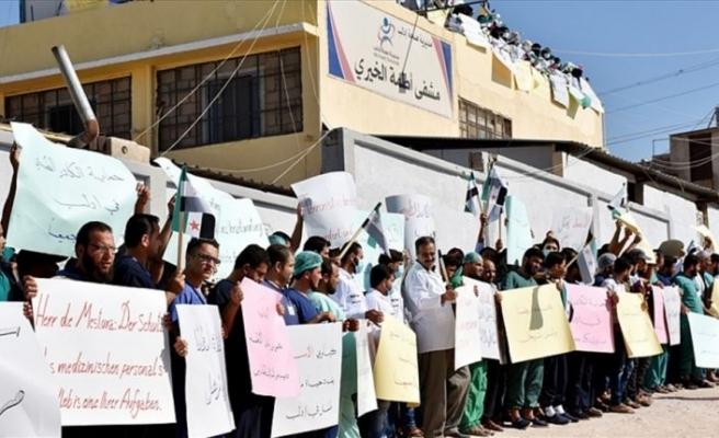 İdlib'de sağlıkçılardan Esed rejiminin saldırılarına protesto