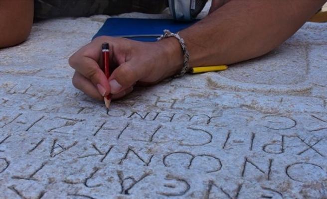 Karış karış gezdiler yüzlerce yazıt buldular