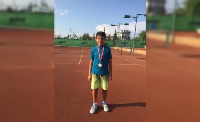 Osmangazili Tenisçi Kortta Fırtına Estirdi