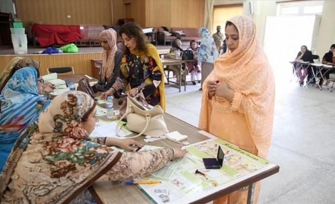 Pakistan'da ara seçimler için halk sandık başında