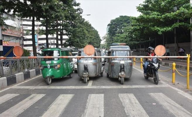 Renkli taşıtlar şehri Dakka