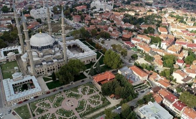 Selimiye'nin gölgesinde 'Millet Kıraathanesi'