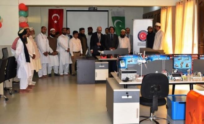 TİKA Pakistan'da robot laboratuvarı açtı