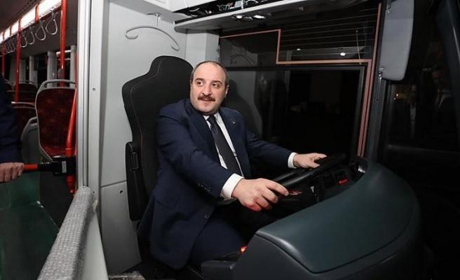 Bakan Varank 'sessiz otobüs'ün direksiyonuna geçti