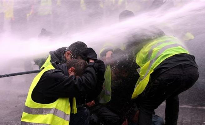 Fransa'da hükümete 'sarı yelekliler'e ilişkin gensoru önergesi hazırlığı