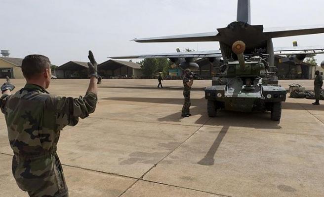 Fransız ordusu Suriye'deki kara gücünü inkar edemedi