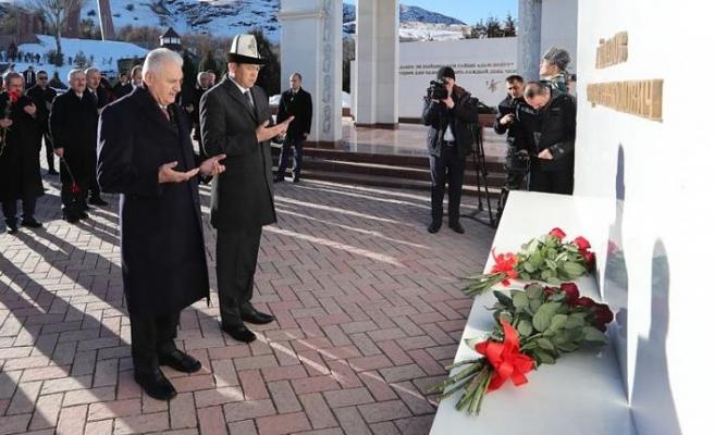 TBMM Başkanı Yıldırım'dan Aytmatov'un kabrine ziyaret