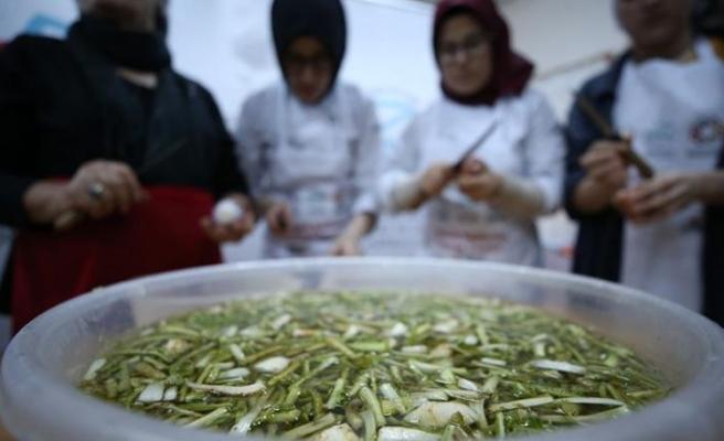 Unutulmaya yüz tutmuş yemekleri köylü kadınlardan öğreniyorlar